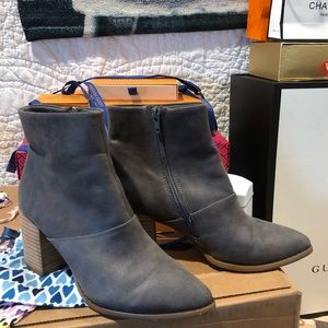 👢👢Report Gray Booties size 8